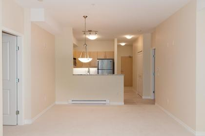 013 at 102 - 3151 Connaught Crescent, Edgemont, North Vancouver