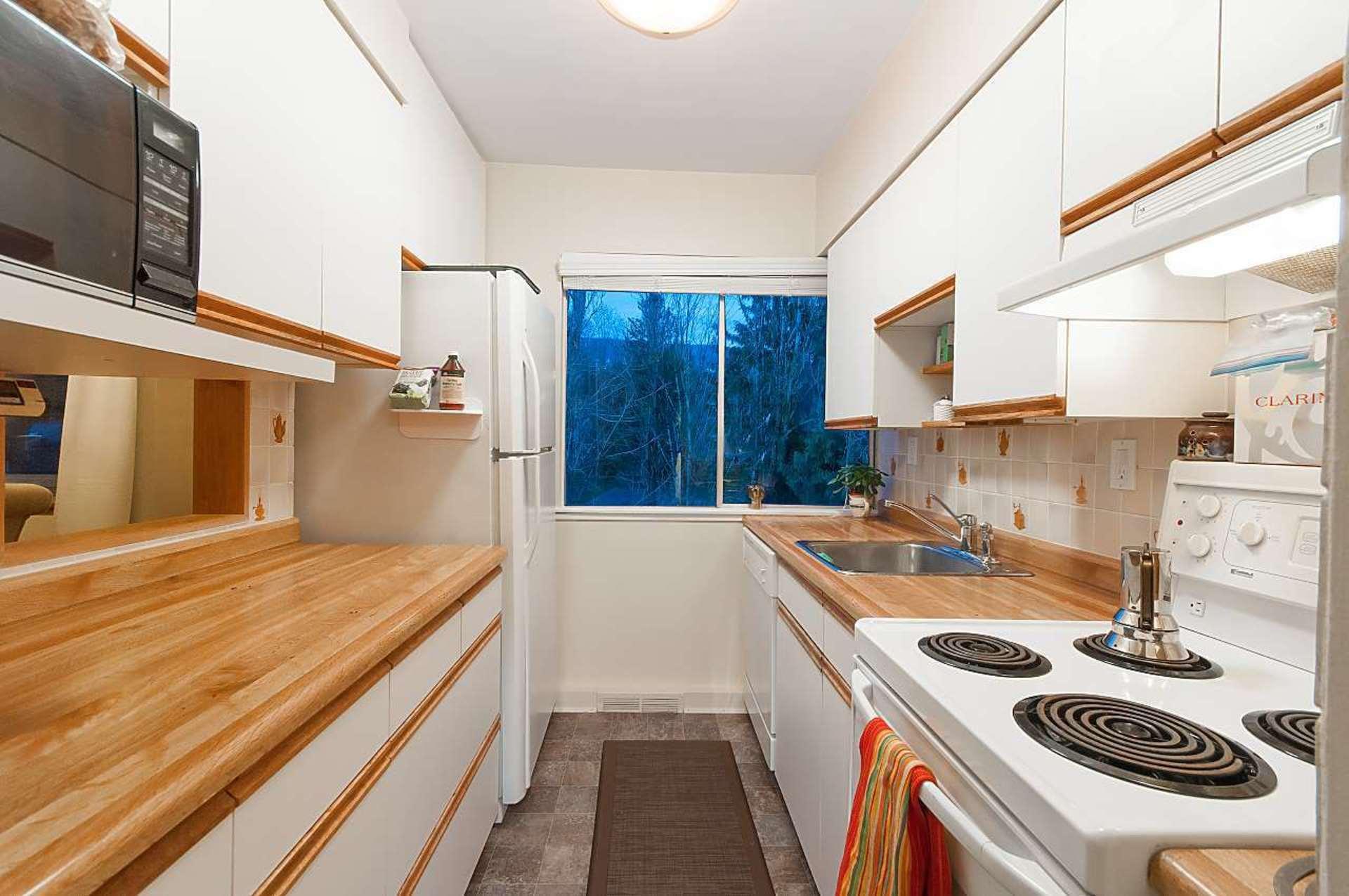 1425-esquimalt-avenue-ambleside-west-vancouver-09 at 505 - 1425 Esquimalt Avenue, Ambleside, West Vancouver