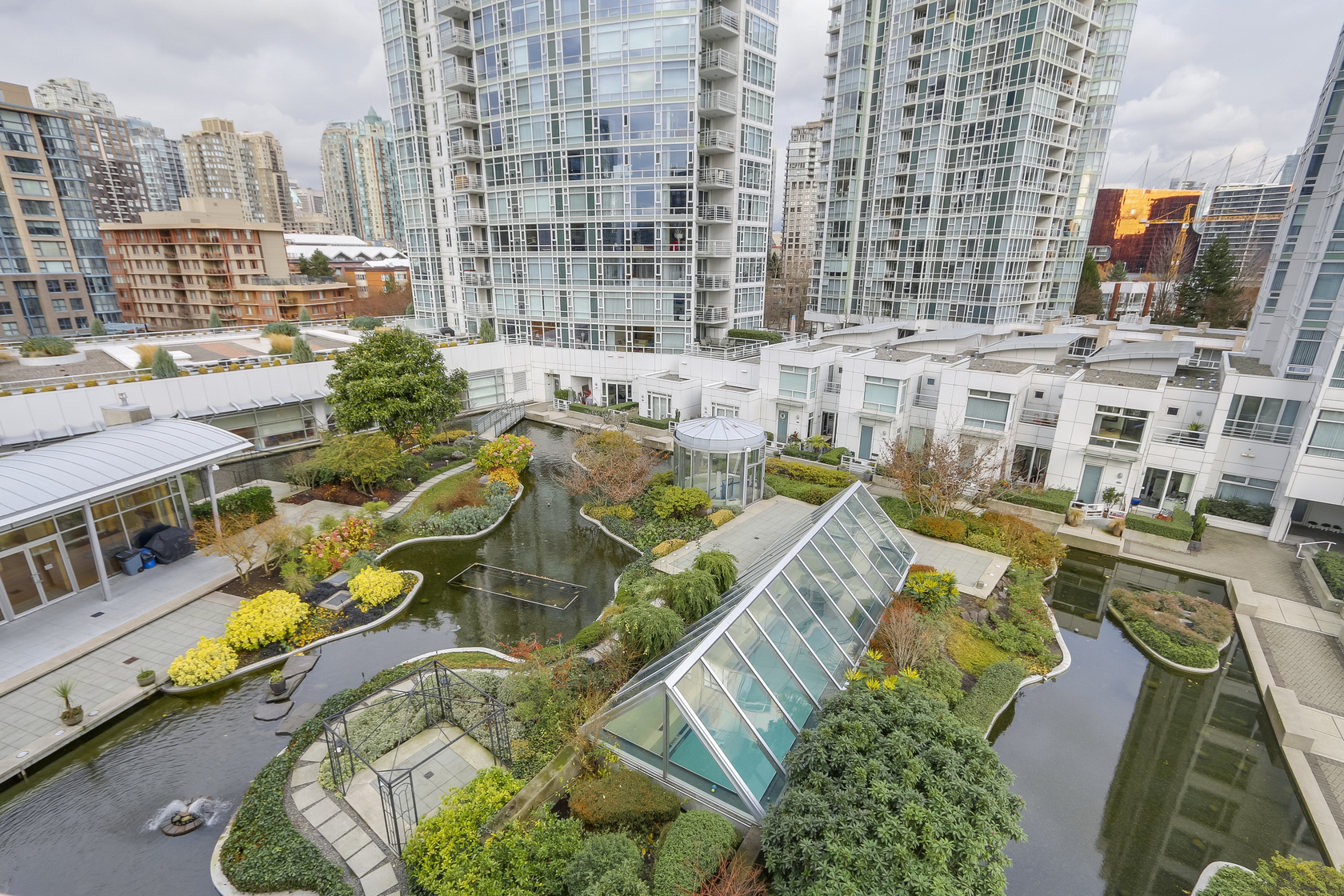 19 at 803 - 1199 Marinaside Crescent, Yaletown, Vancouver West