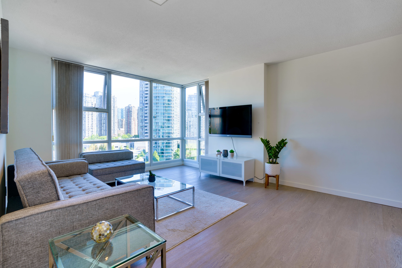 1-4 at 16th floor - 193 Aquarius Mews, Yaletown, Vancouver West