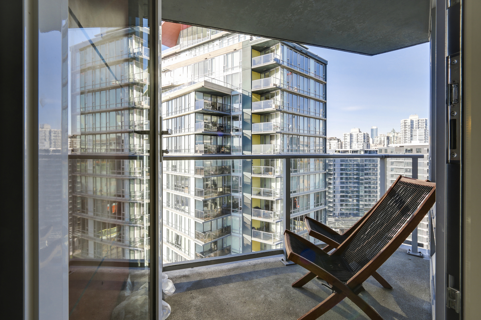 16 at 2206 - 8 Smithe, Yaletown, Vancouver West