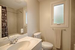 4 Piece Bathroom at 165 Three Valleys Drive, Parkwoods-Donalda, Toronto