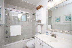 4 Piece Bathroom at 6 Stubbs Drive, St. Andrew-Windfields, Toronto