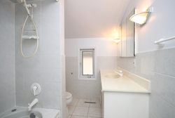 4 Piece Bathroom at 21 Oakley Boulevard, Bendale, Toronto