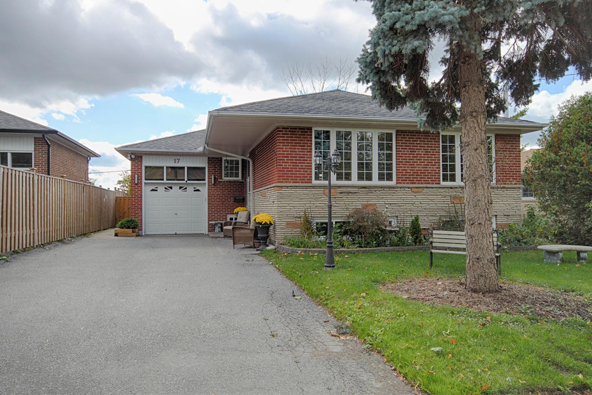 Front at 17 Royal Doulton Drive, Parkwoods-Donalda, Toronto