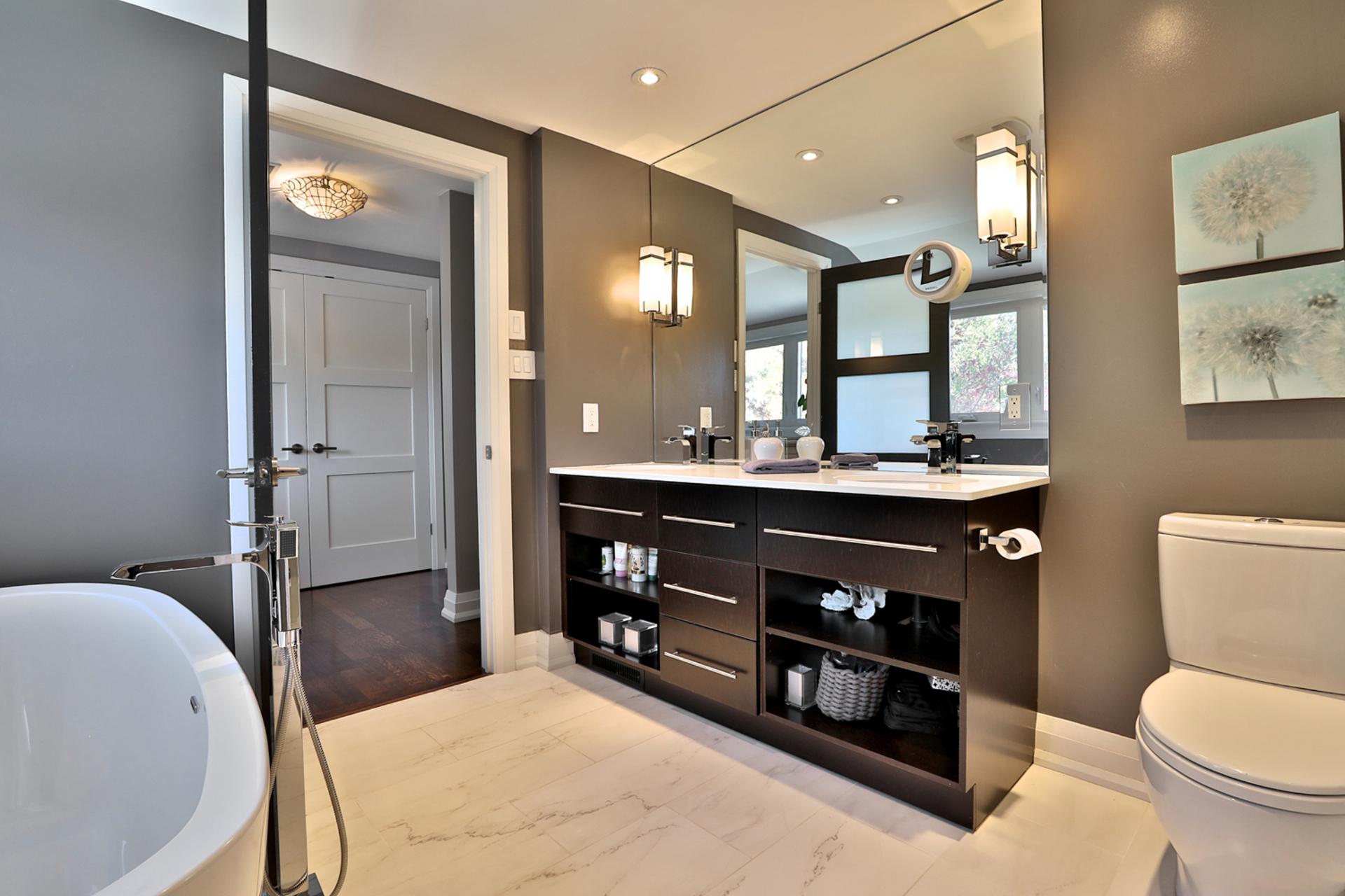5 Piece Ensuite Bathroom at 2 Barnwood Court, Parkwoods-Donalda, Toronto
