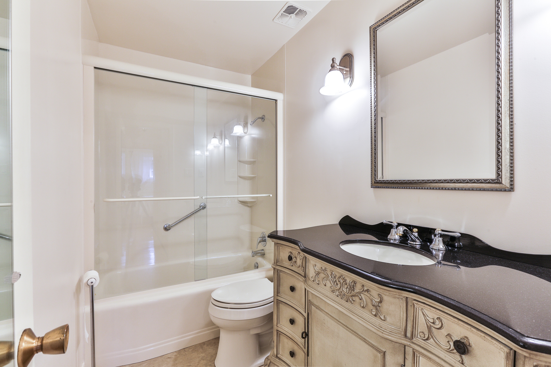 4 Piece Bathroom at 28 Dukinfield Crescent, Parkwoods-Donalda, Toronto