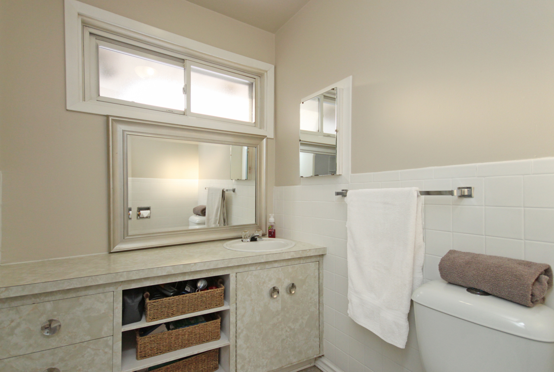 4 Piece Bathroom at 53 Dukinfield Crescent, Parkwoods-Donalda, Toronto