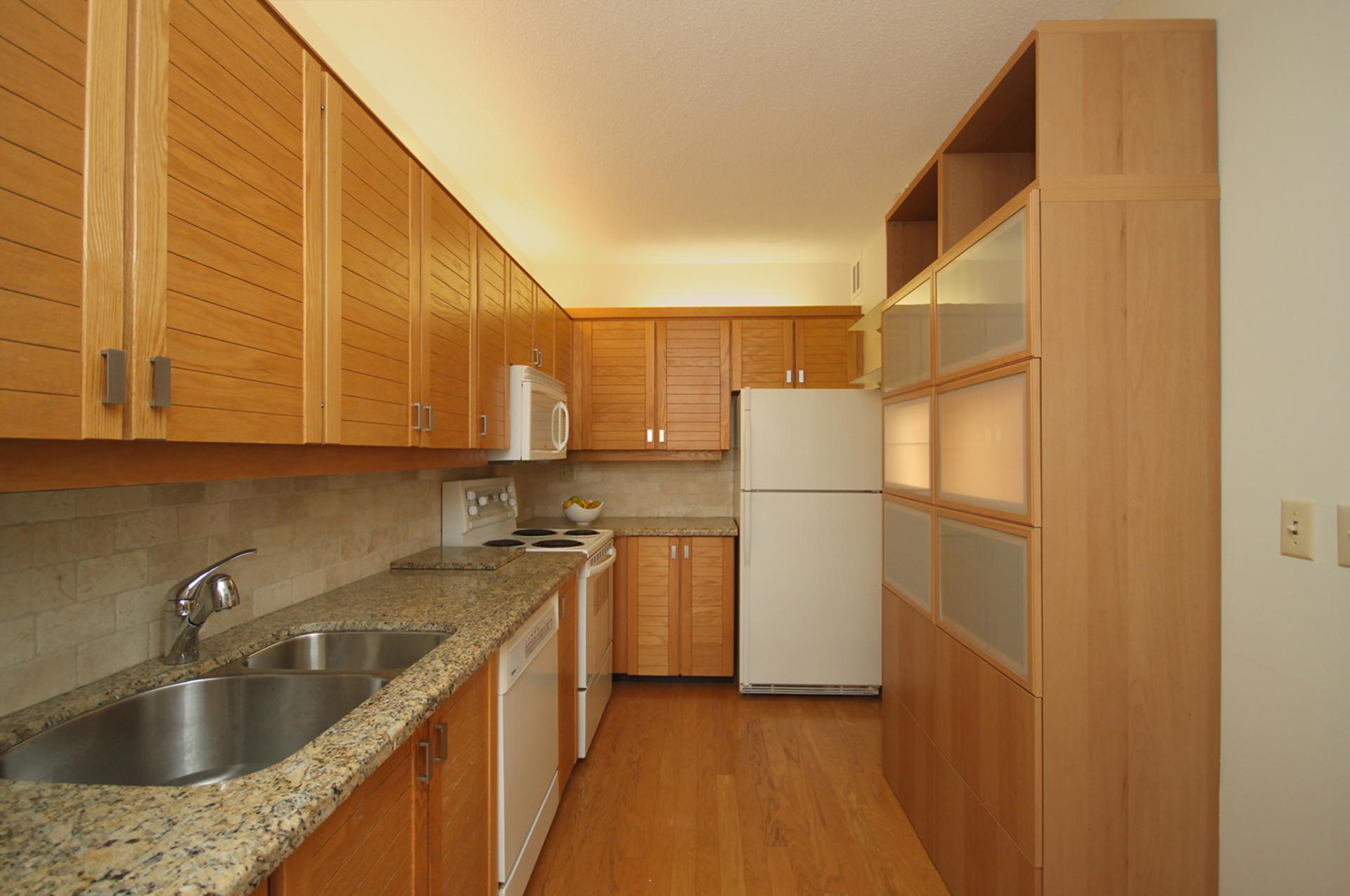 Kitchen at 337 - 40 Oaklands Avenue, Yonge-St. Clair, Toronto