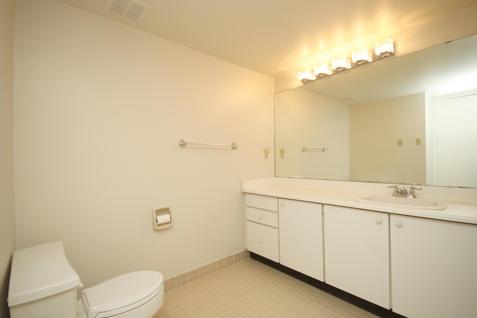 Master Bedroom at 337 - 40 Oaklands Avenue, Yonge-St. Clair, Toronto