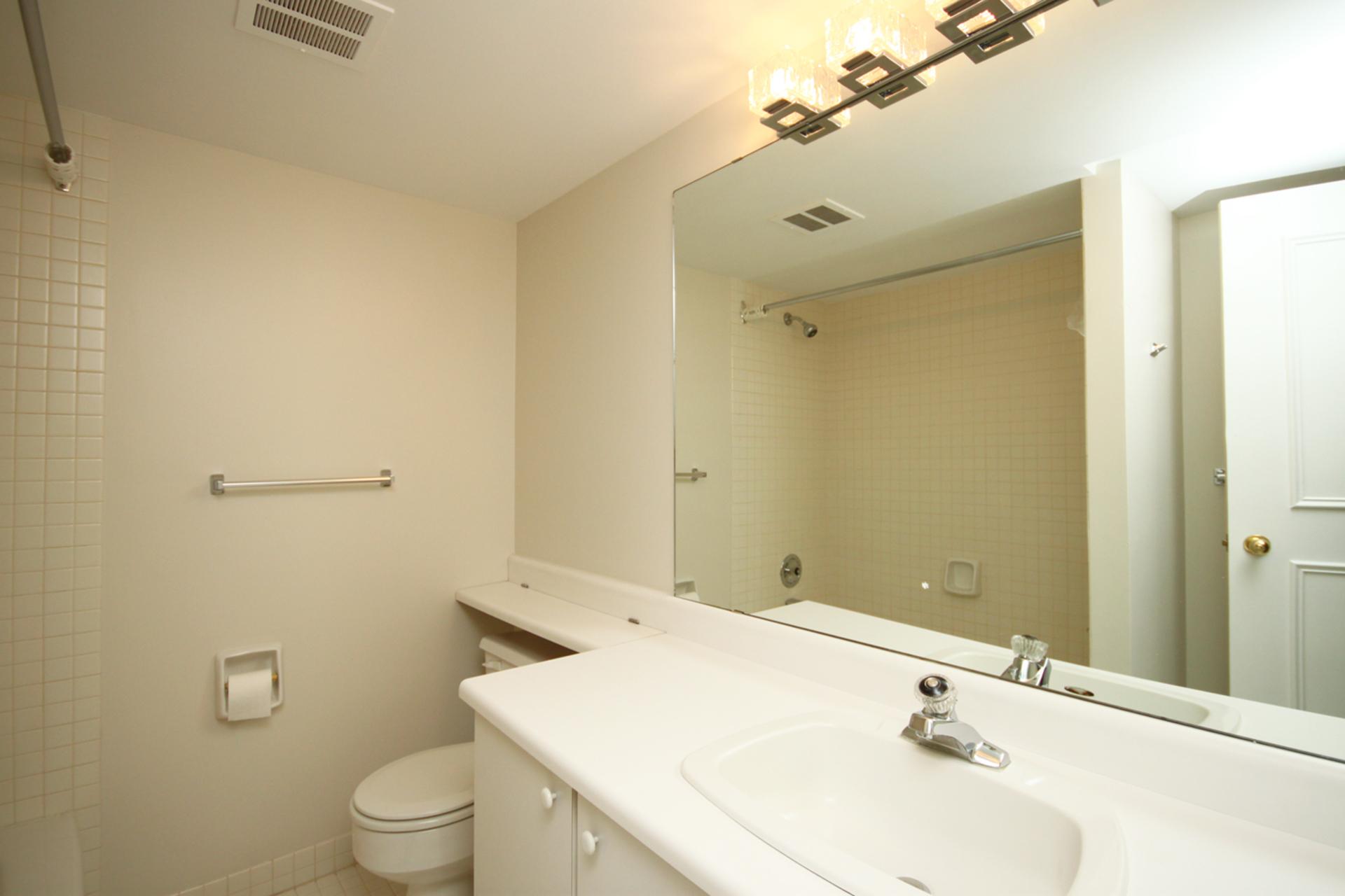 4 Piece Bathroom at 337 - 40 Oaklands Avenue, Yonge-St. Clair, Toronto