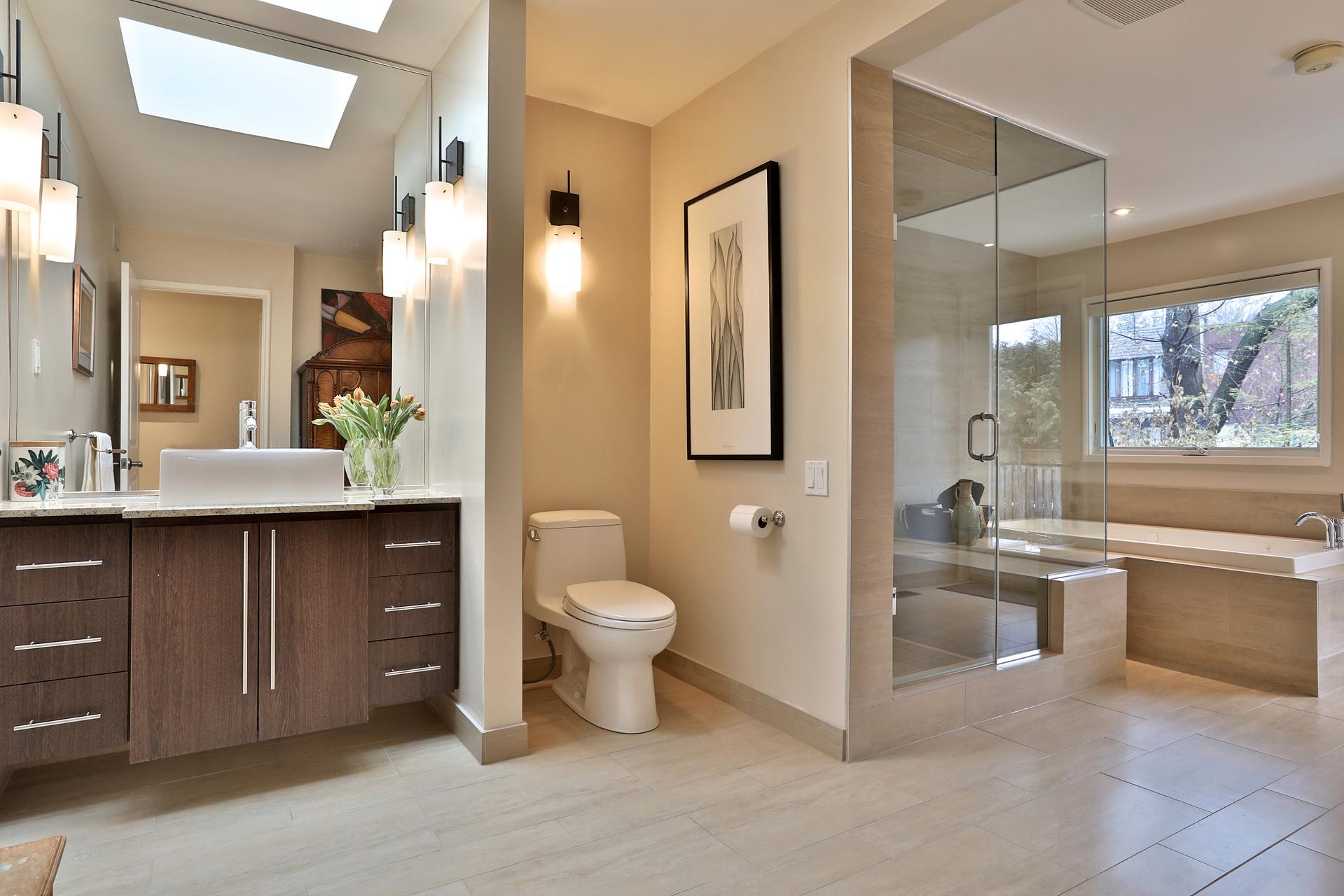 4 Piece Bathroom at 8 Parmbelle Crescent, Parkwoods-Donalda, Toronto