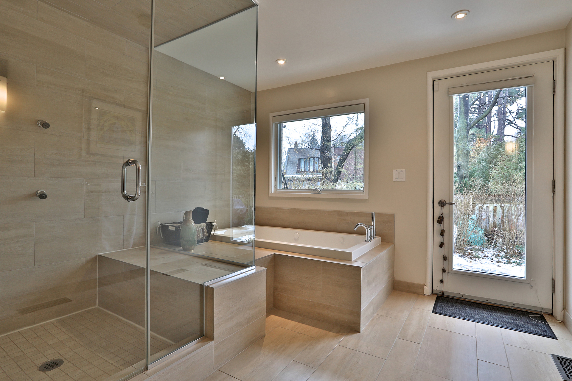 4 Piece Bathroom at 8 Parmbelle Crescent, Parkwoods-Donalda, Toronto