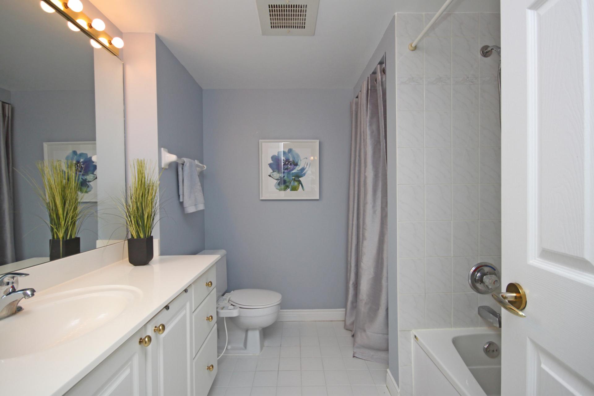 4 Piece Ensuite Bathroom at 309 - 18 Concorde Place, Toronto