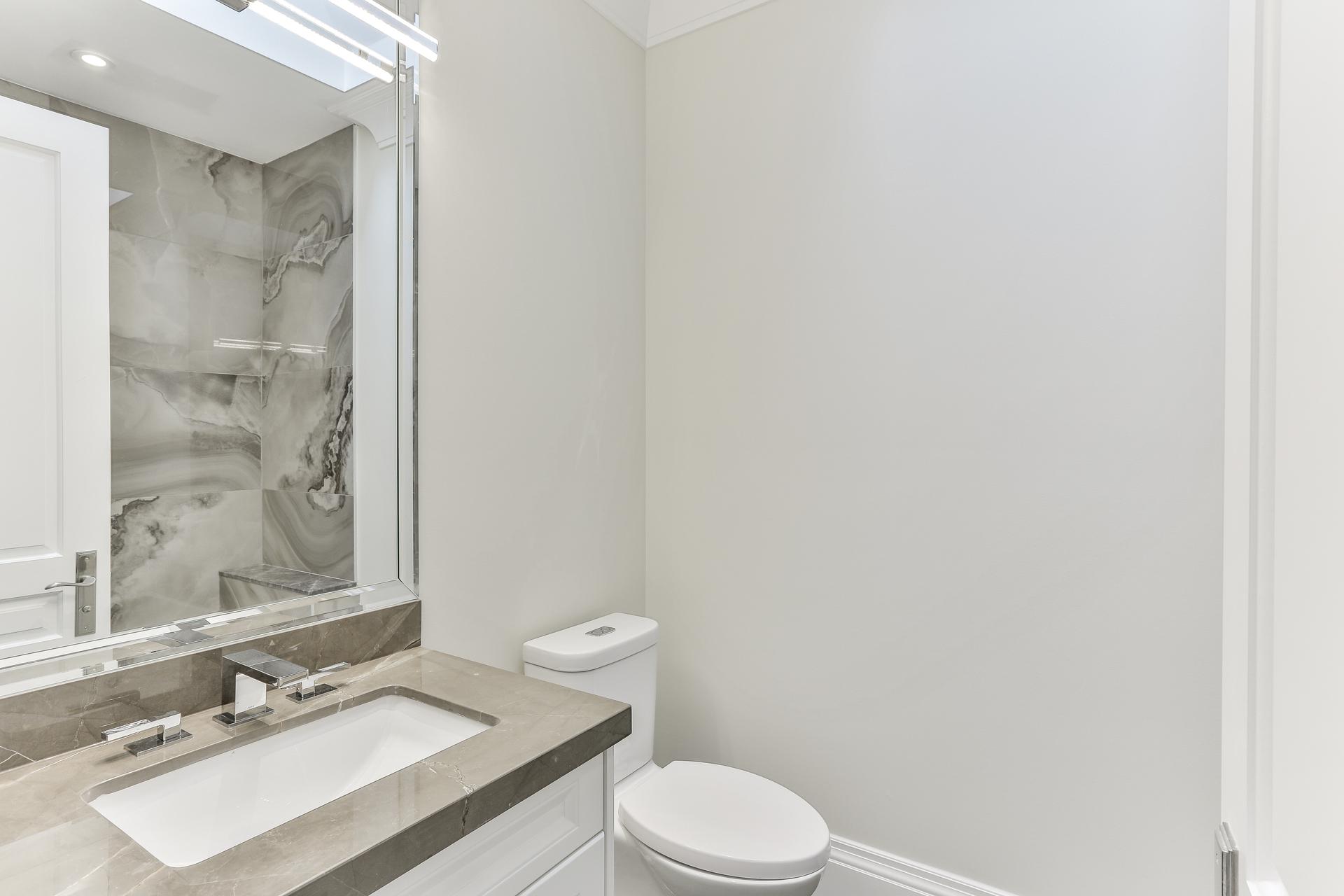 4 Piece Ensuite Bathroom at 36 Laurentide Drive, Parkwoods-Donalda, Toronto