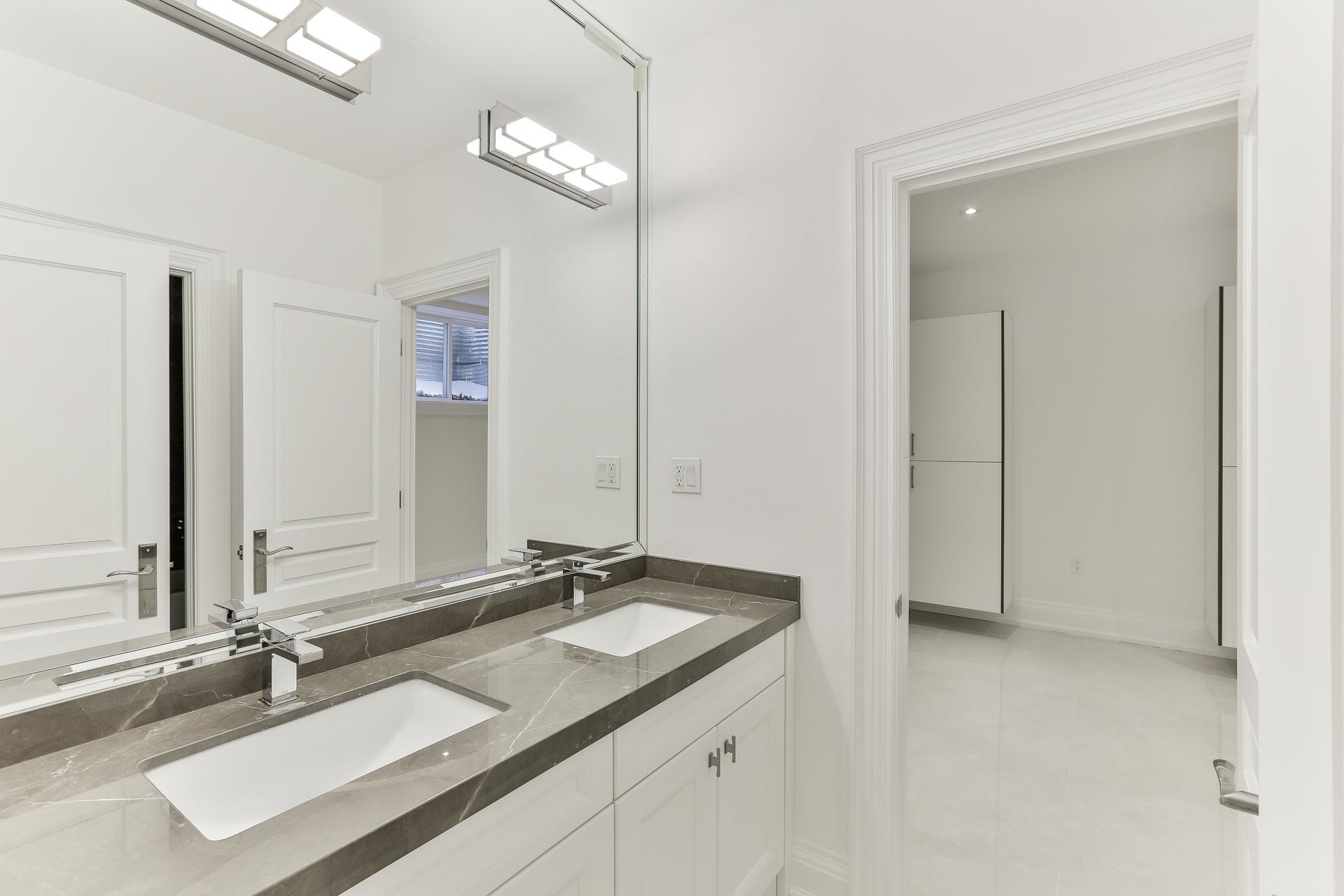 5 Piece Semi-Ensuite Bathroom at 36 Laurentide Drive, Parkwoods-Donalda, Toronto