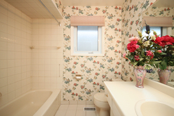 4 Piece Bathroom at 137 Underhill Drive, Parkwoods-Donalda, Toronto