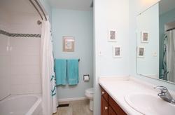 4 Piece Bathroom at 17 Redwillow Drive, Parkwoods-Donalda, Toronto