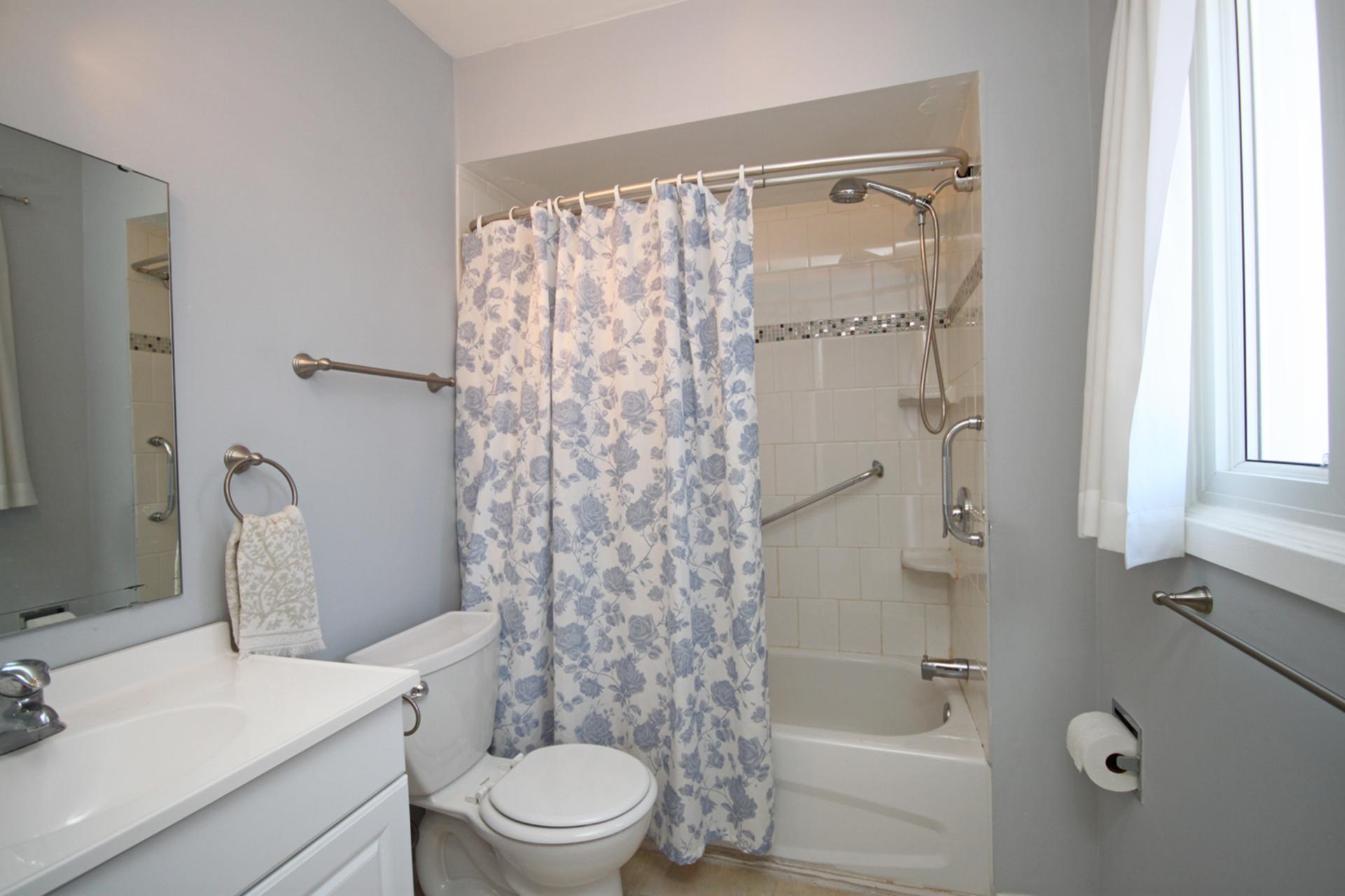 4 Piece Ensuite Bathroom at 17 Redwillow Drive, Parkwoods-Donalda, Toronto
