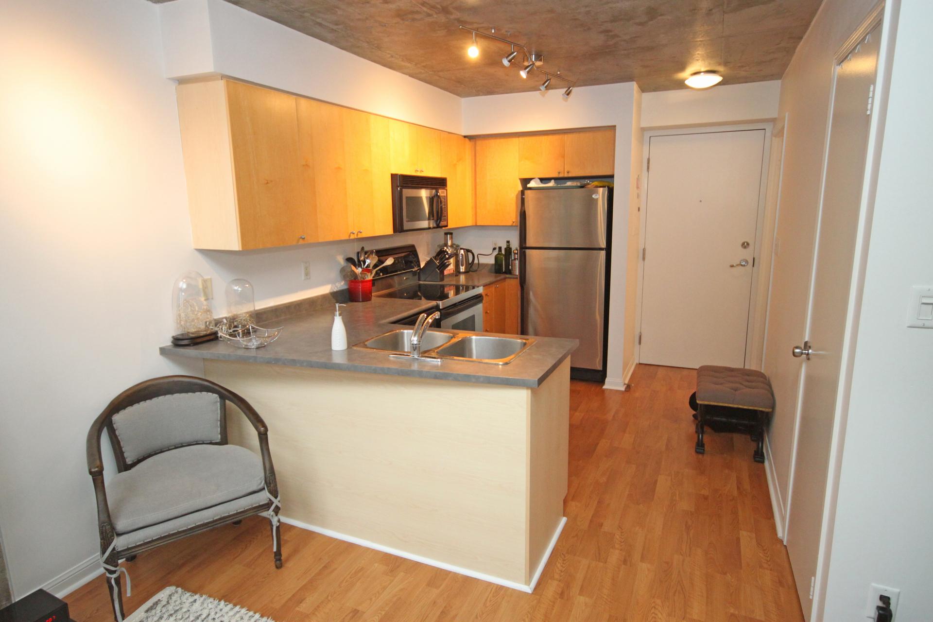 Master Bedroom at 811 - 1029 King Street W, Niagara, Toronto