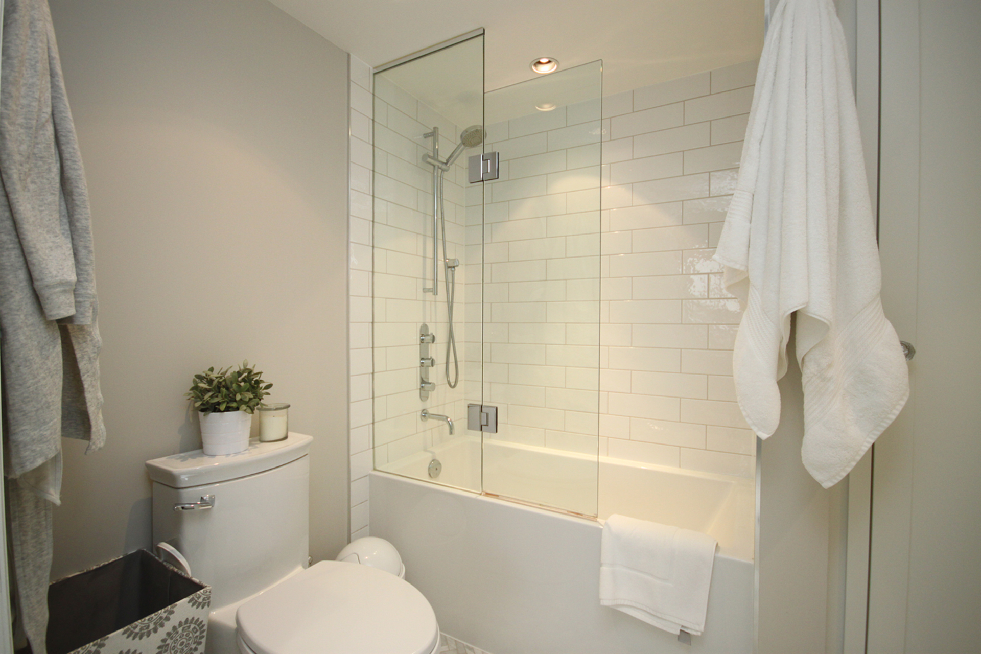4 Piece Ensuite Bathroom at PH9 - 2727 Yonge Street, Lawrence Park South, Toronto
