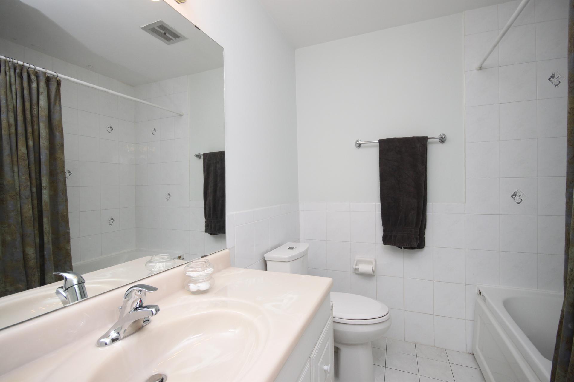 4 Piece Bathroom at 172 Old Sheppard Avenue, Pleasant View, Toronto