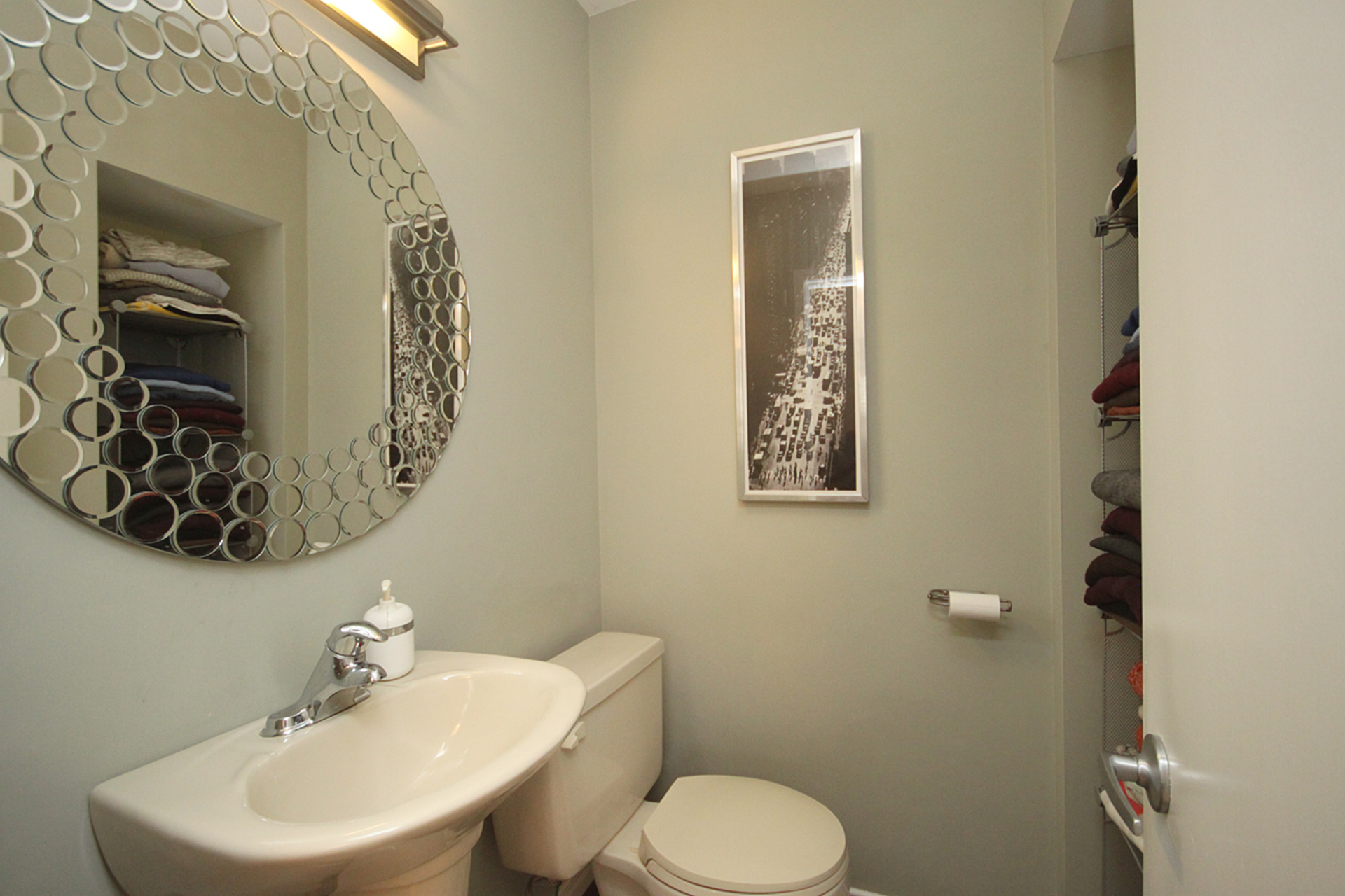 2 Piece Ensuite Bathroom at 97 Castlegrove Boulevard, Parkwoods-Donalda, Toronto
