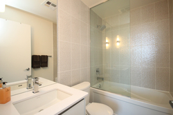 4 Piece Ensuite Bathroom at 811 - 75 The Donway West, Banbury-Don Mills, Toronto