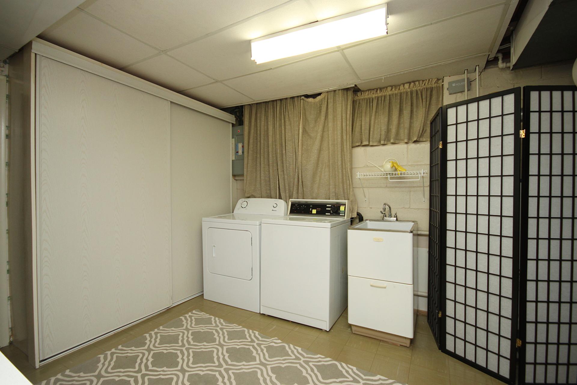 Laundry Room at 9 Sandpiper Court, Parkwoods-Donalda, Toronto