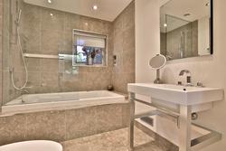 4 Piece Ensuite Bathroom at 64 Olsen Drive, Parkwoods-Donalda, Toronto