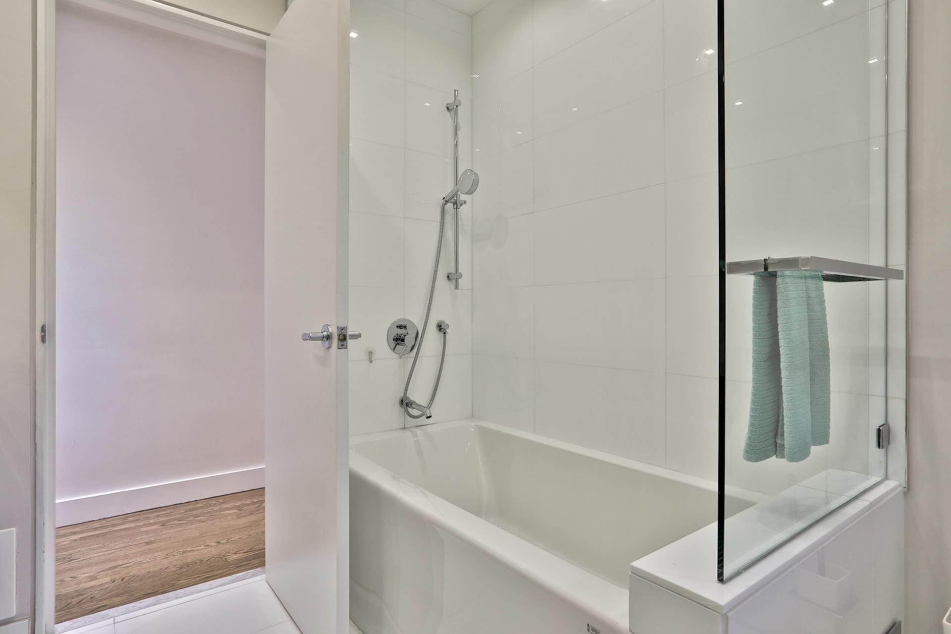 5 Piece Bathroom at 64 Olsen Drive, Parkwoods-Donalda, Toronto