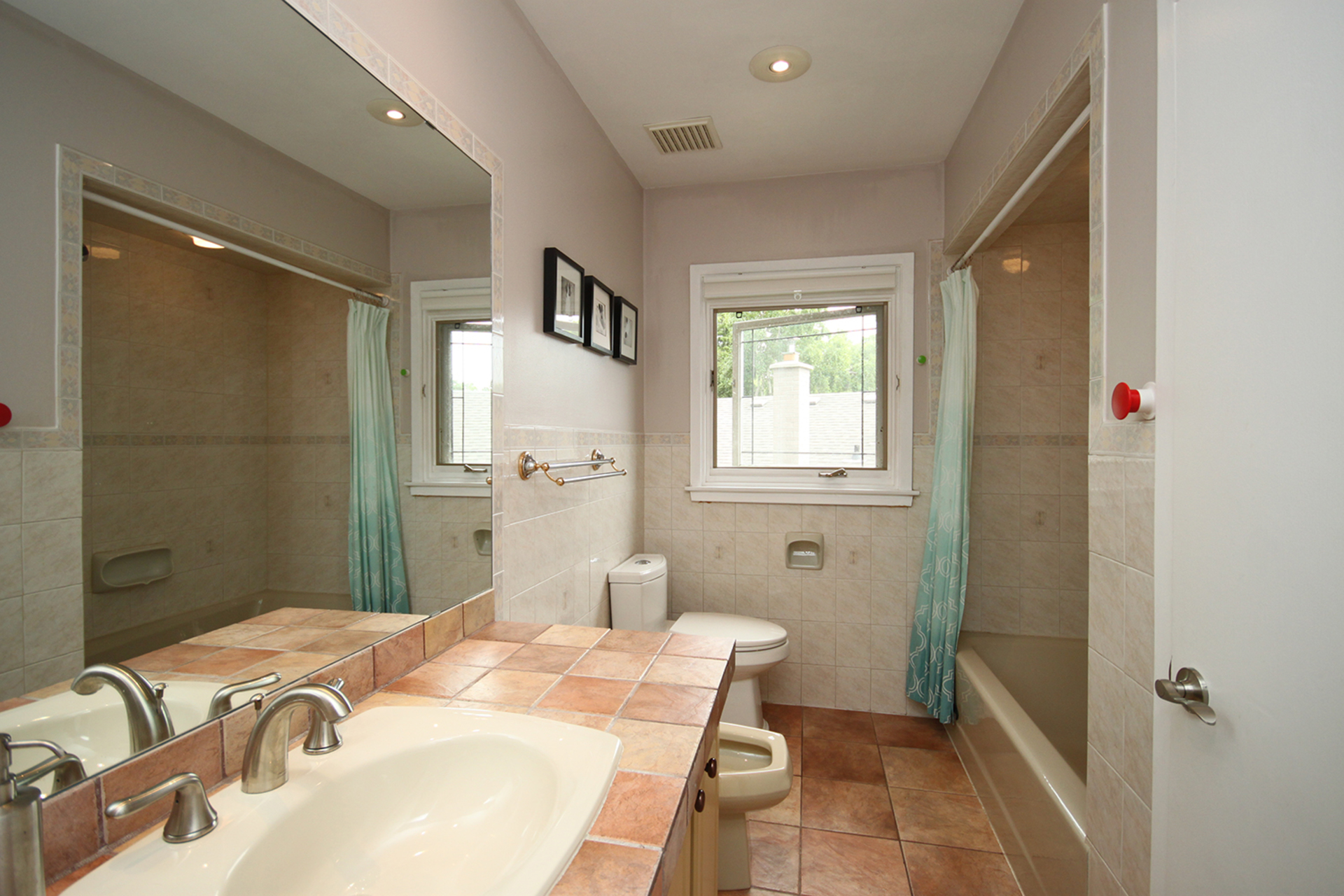 5 Piece Bathroom at 15 Brushwood Court, Parkwoods-Donalda, Toronto
