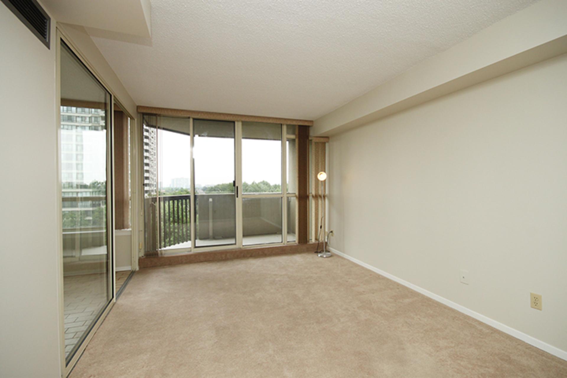 Family Room at 606 - 275 Bamburgh Circle, Steeles, Toronto