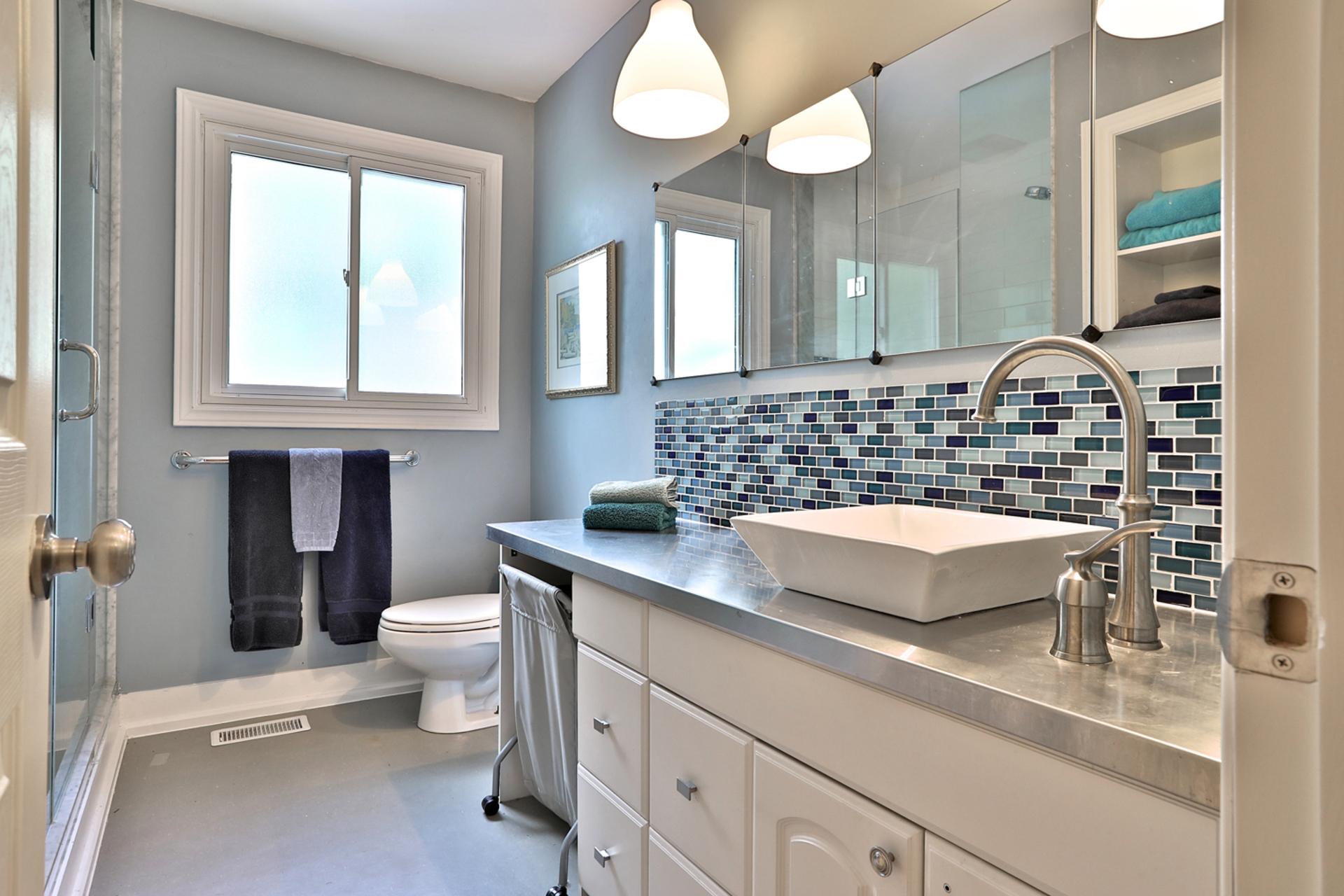 3 Piece Bathroom at 32 Geraldine Court, Parkwoods-Donalda, Toronto