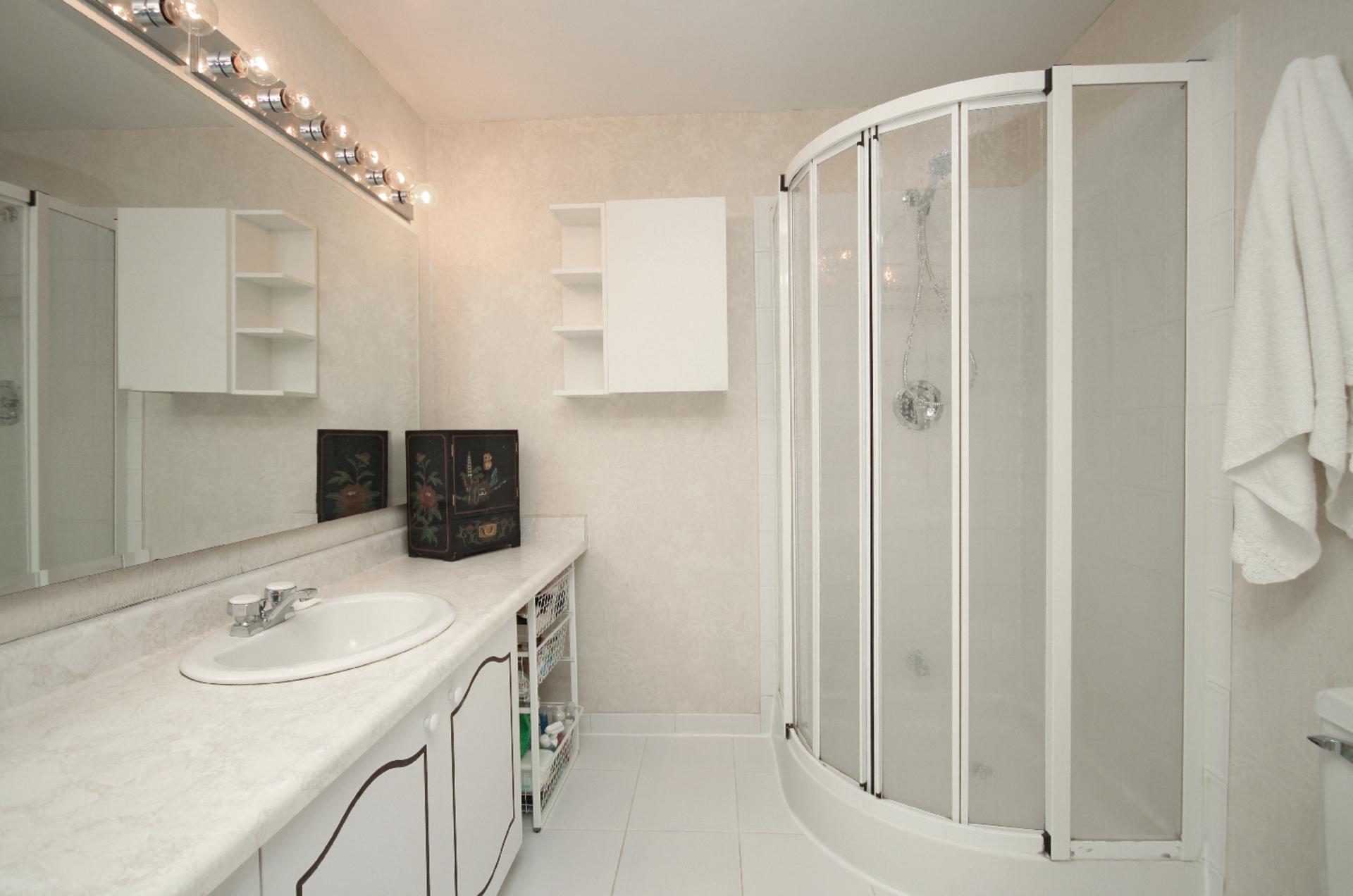 3 Piece Ensuite Bathroom at 93 Dutch Myrtle Way, Banbury-Don Mills, Toronto