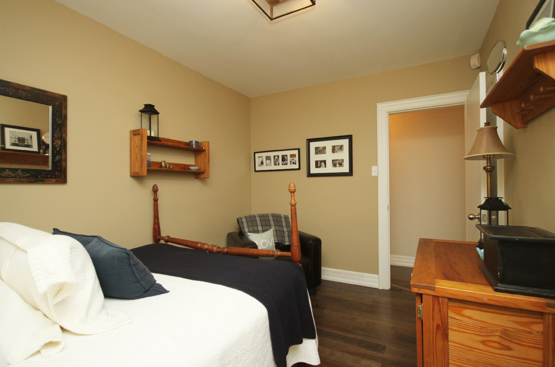 Bedroom at 9 Coral Cove Crescent, Parkwoods-Donalda, Toronto
