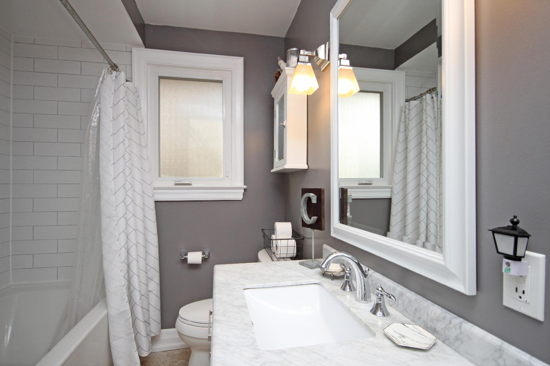 4 Piece Bathroom at 9 Coral Cove Crescent, Parkwoods-Donalda, Toronto