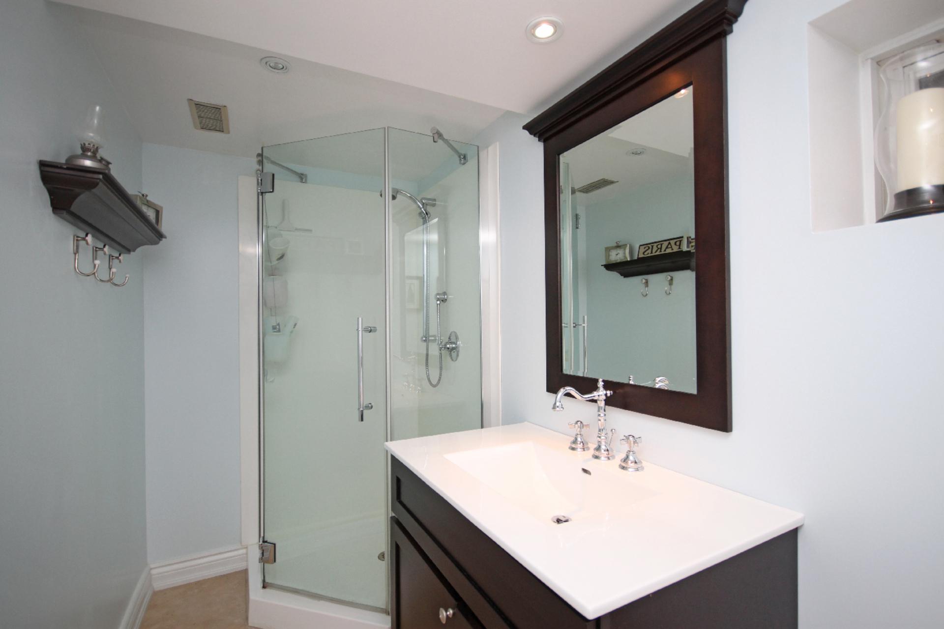3 Piece Bathroom at 9 Coral Cove Crescent, Parkwoods-Donalda, Toronto