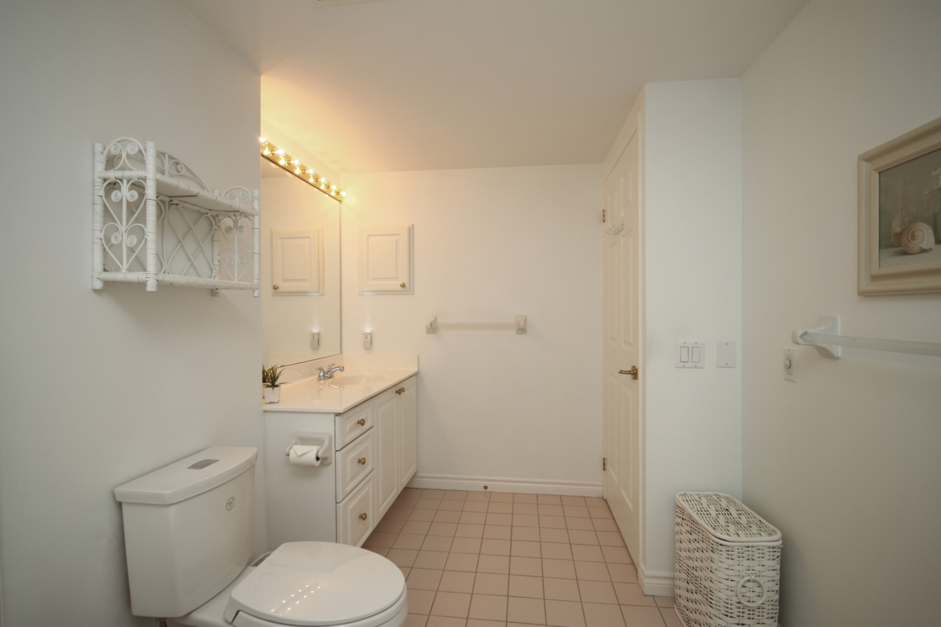 4 Piece Ensuite Bathroom at 310 - 18 Concorde Place, Banbury-Don Mills, Toronto