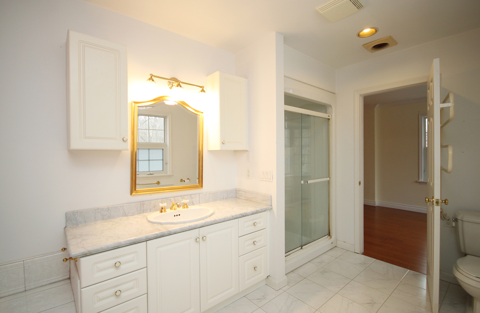 4 Piece Ensuite Bathroom at 128 Cassandra Boulevard, Parkwoods-Donalda, Toronto