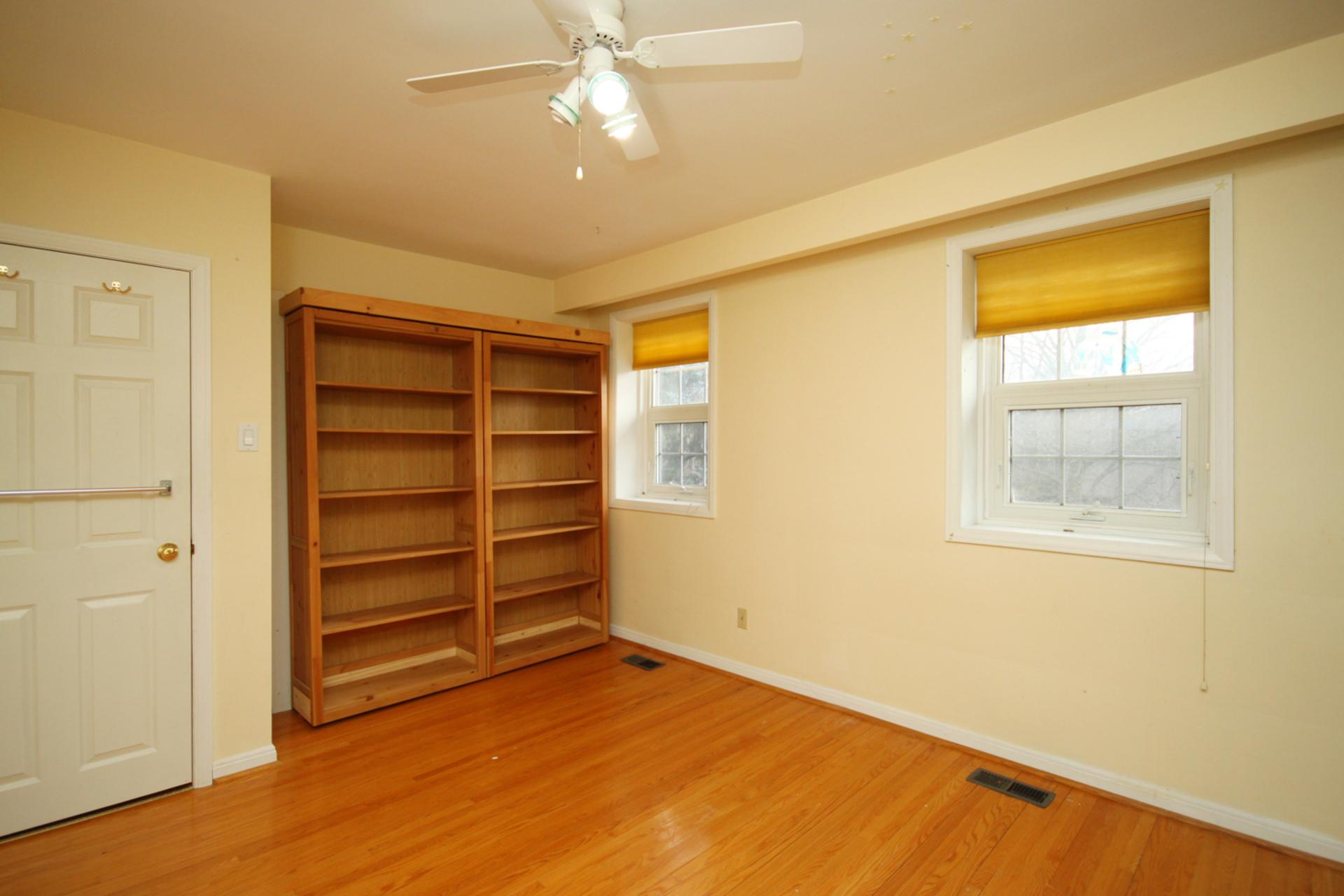 Bedroom 4 at 128 Cassandra Boulevard, Parkwoods-Donalda, Toronto