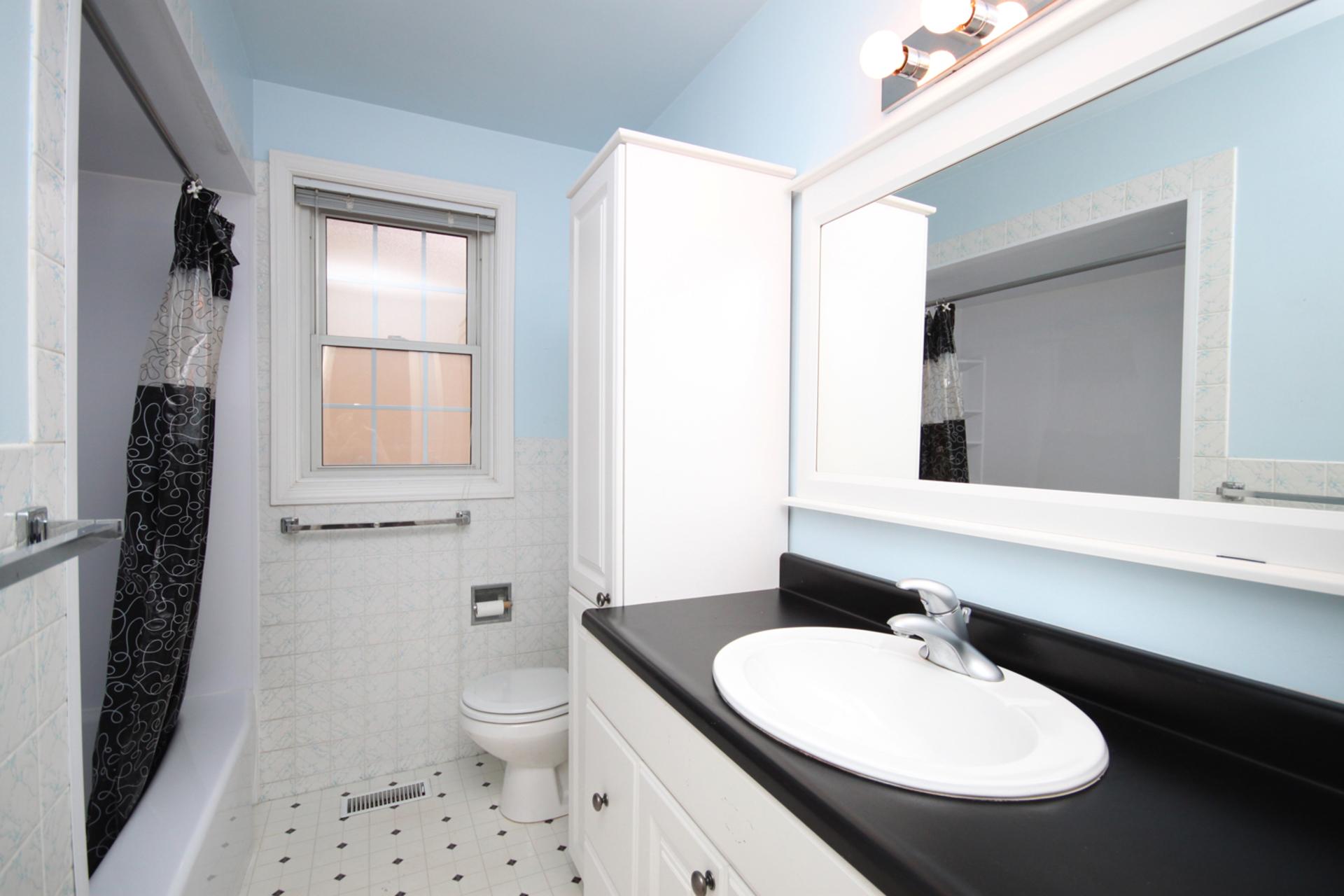 4 Piece Bathroom at 128 Cassandra Boulevard, Parkwoods-Donalda, Toronto