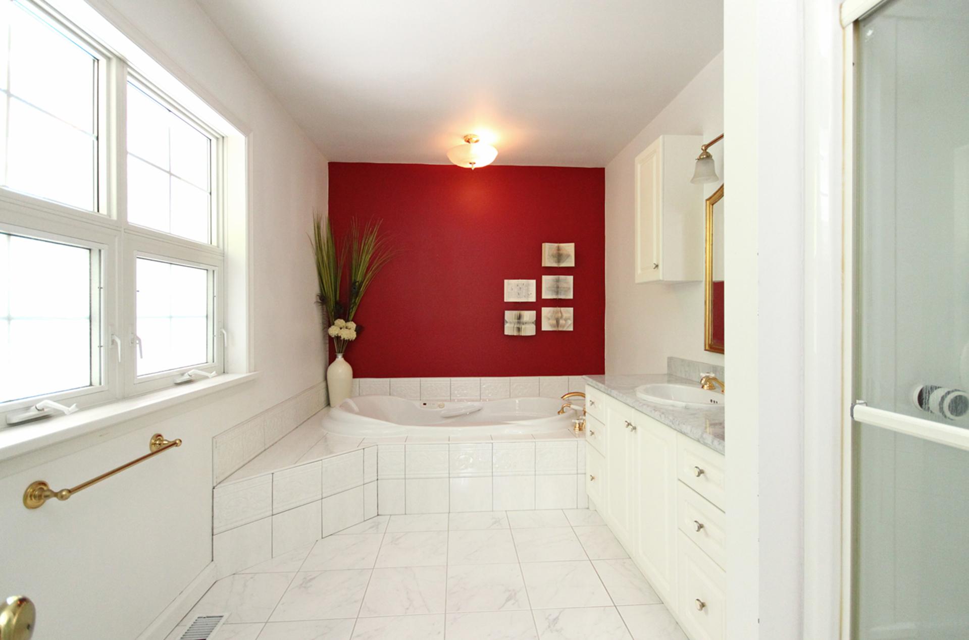 4 Piece Ensuite Bathroom at 128 Cassandra Boulevard, Parkwoods-Donalda, Toronto