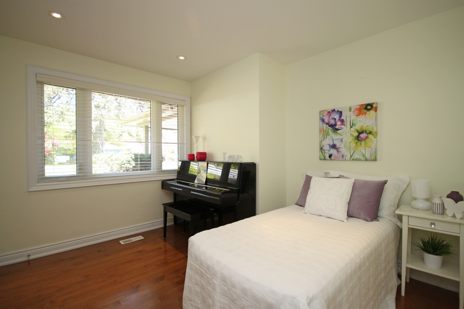 Bedroom at 5 Minorca Place, Parkwoods-Donalda, Toronto