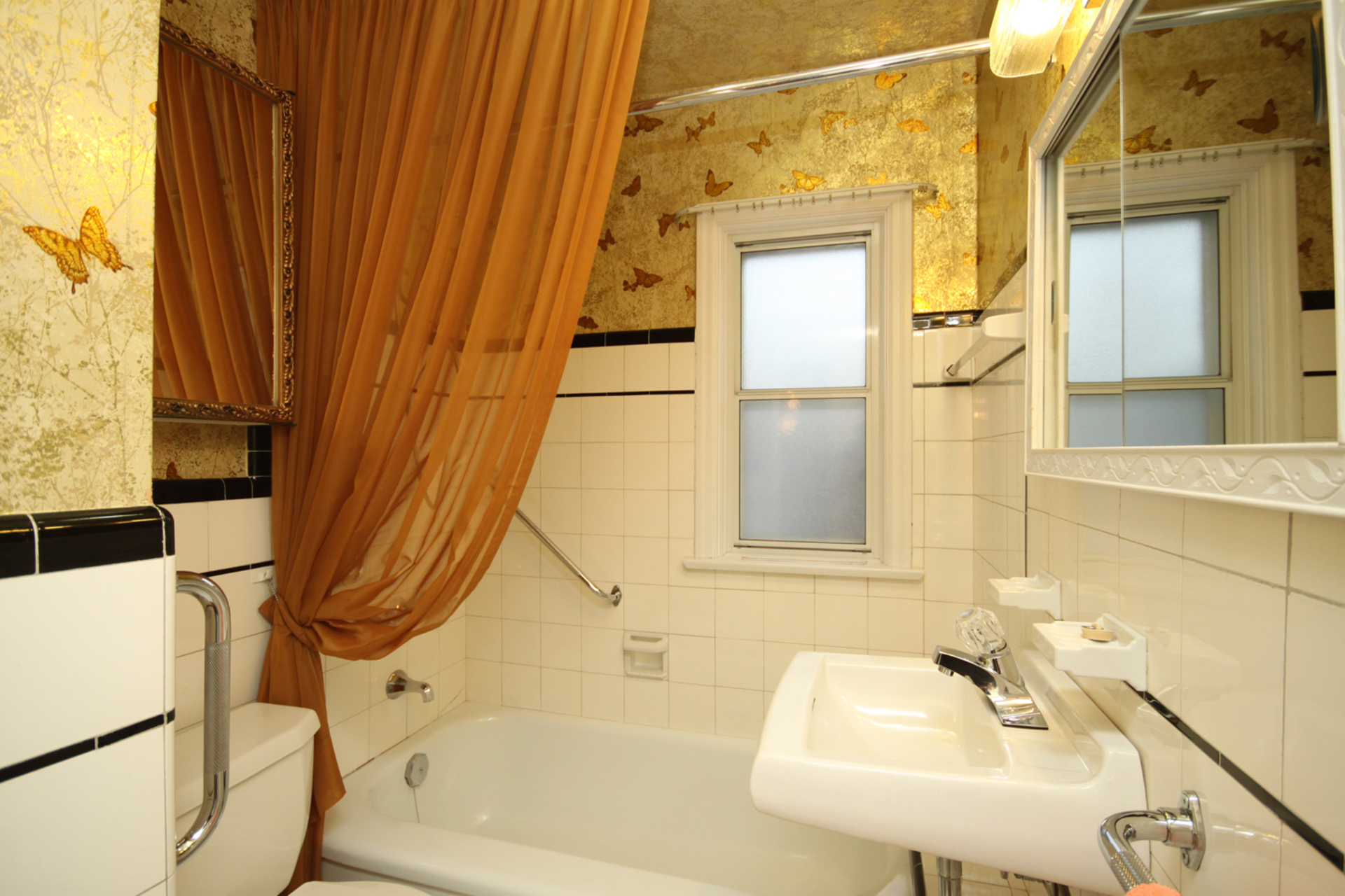 4 Piece Bathroom at 61 Marsh Road, Clairlea-Birchmount, Toronto