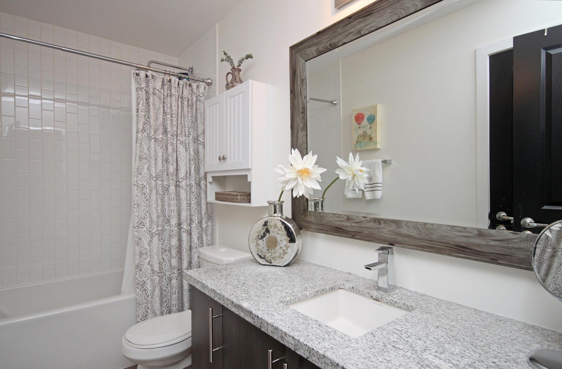 4 Piece Ensuite Bathroom at 114 - 2320 Gerrard Street E, East End-Danforth, Toronto