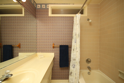4 Piece Bathroom at 28 Hirondelle Place, Parkwoods-Donalda, Toronto