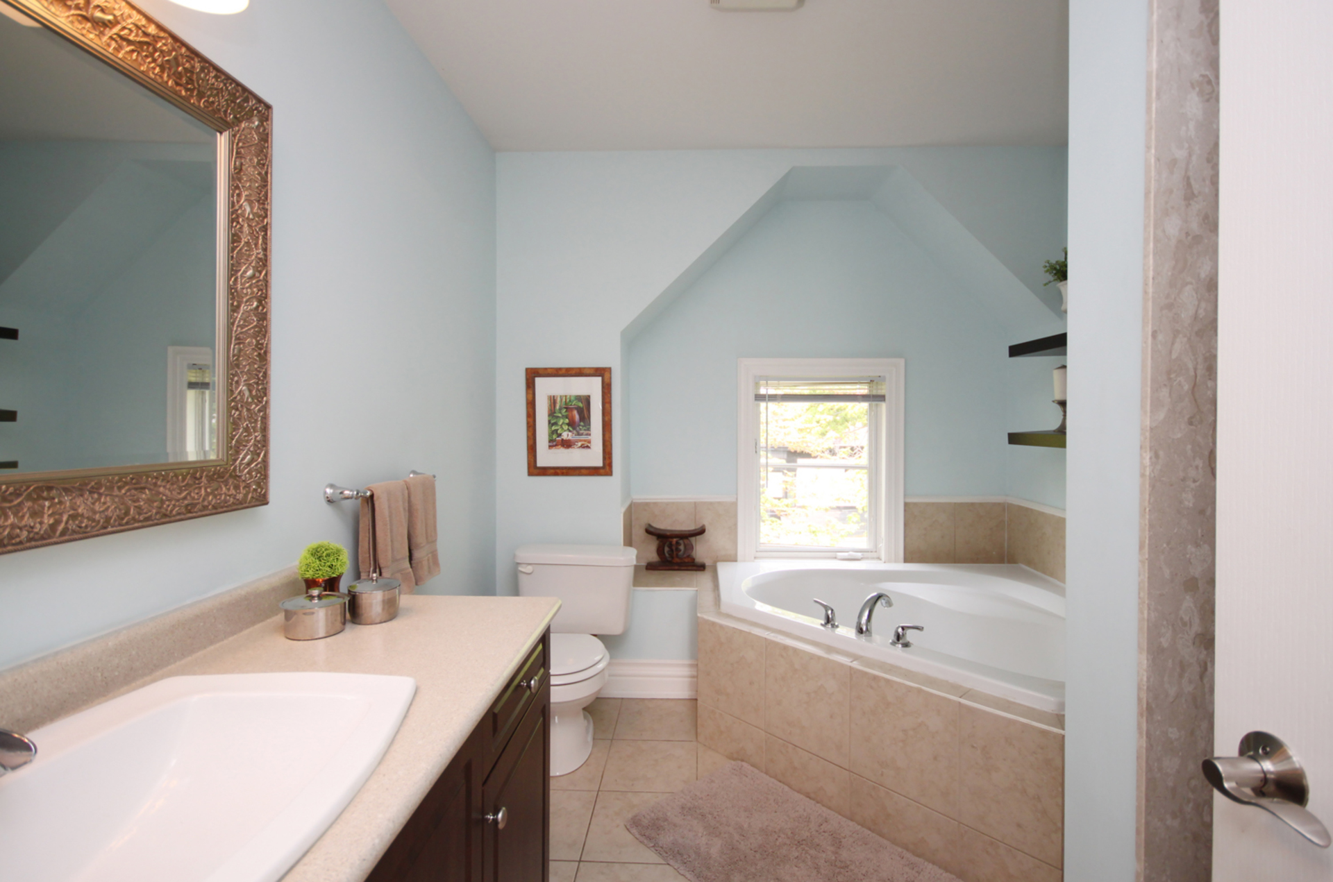 4 Piece Ensuite Bathroom at 7a Mcgee Street, South Riverdale, Toronto