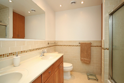 4 Piece Bathroom at 8 Butterfield Drive, Parkwoods-Donalda, Toronto