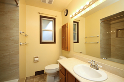 4 PIece Bathroom at 31 Groveland Crescent, Parkwoods-Donalda, Toronto
